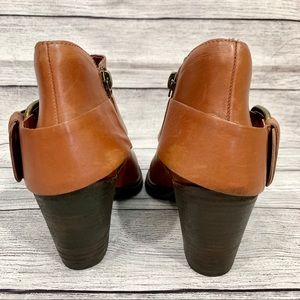Steve Madden Shoes - Steve Madden Farlow Leather Big buckle Booties.
